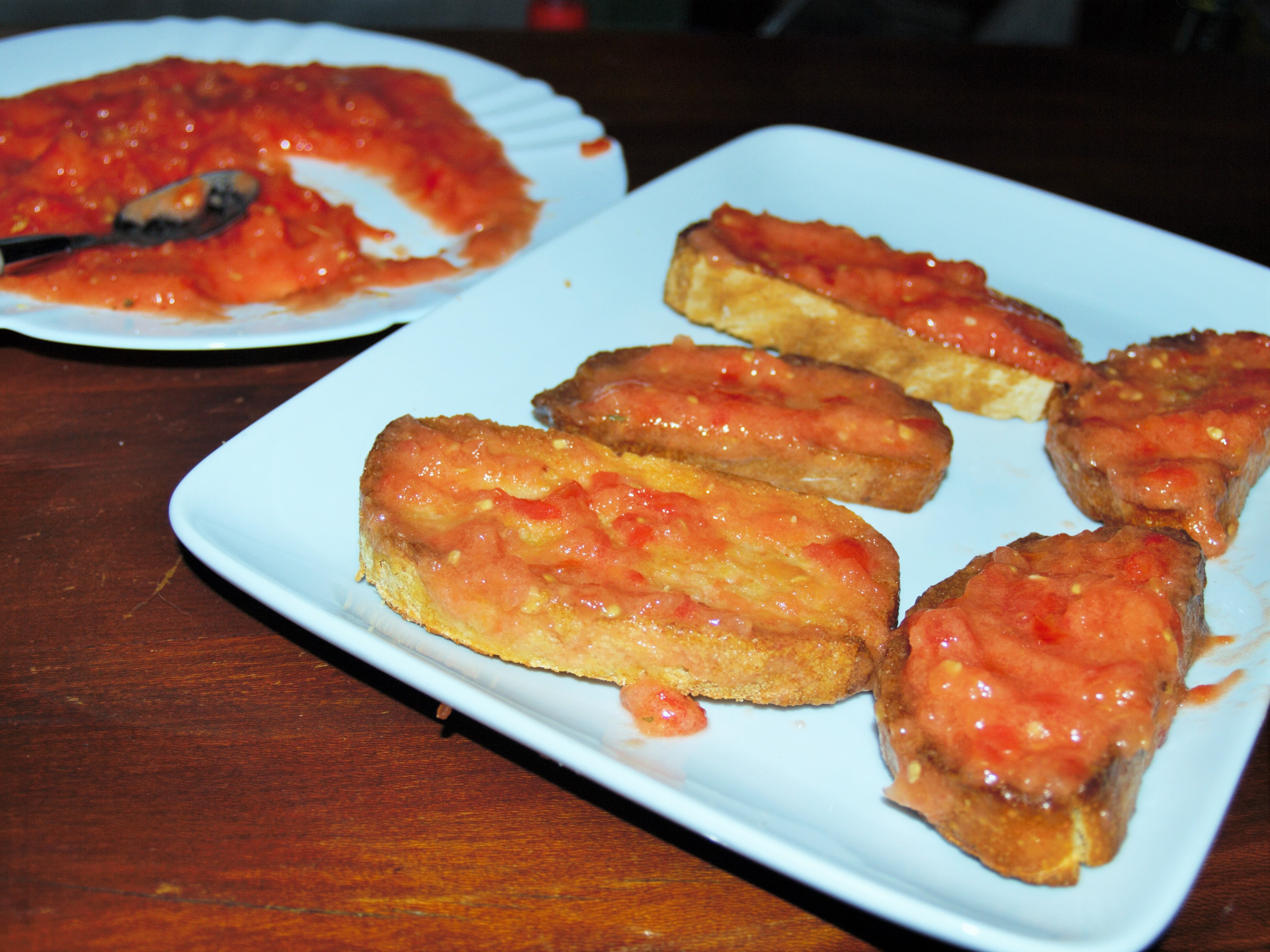 Pa amb tomaquet (Photo La Gazette Catalane)