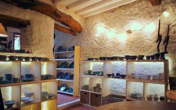 Boutique poterie d'Anne Vince à Castelnou.