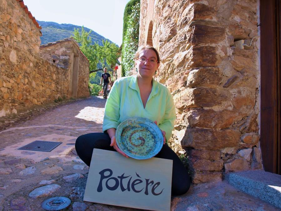 La potière de Castelnou Anne Vince( Photo La Gazette Catalane)