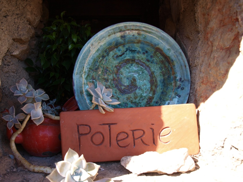 Oeuvre d'Anne Vince potière à Castelnou (Photo La Gazette Catalane)