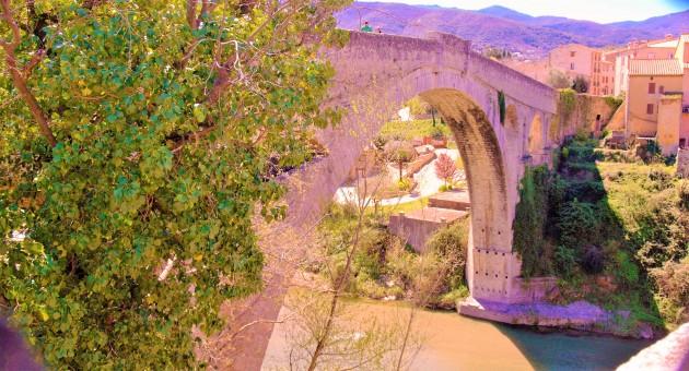 Céret le pont du Diable enjambe le Tech 2 (Photo La Gazette Catalane).jpg