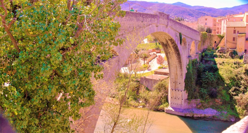 Céret le pont du Diable enjambe le Tech 2 (Photo La Gazette Catalane).jpg