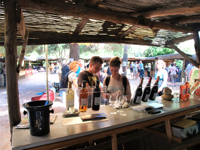 Castelnou un marché singulier Photo lagazettecatalane.com.jpg