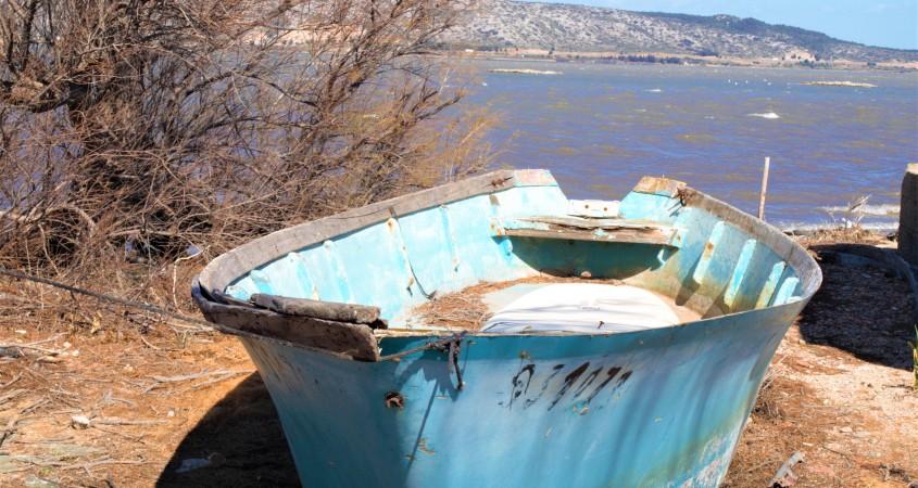 L'extraordinaire histoire de la barque bleue L'anse de la Roquette étang de Salses photo © Jean-Luc Modat (lagazettecatalane.com)