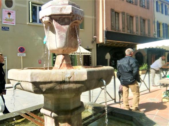 Photo La Gazette Catalane Fontaine place Gabriel Péri, 66300 Thuir
